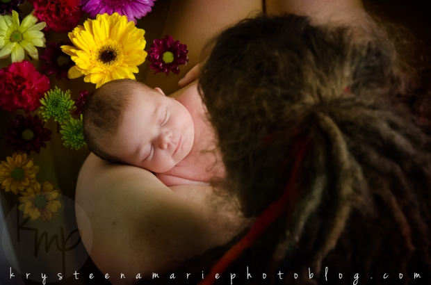 Krysteena Marie Photography | Love this! Newborn session, all smiles for her first bath